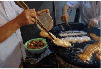 """河南安阳的""""鸡蛋布袋"""",在郑州也吃上了!你喜欢吃溏心还是实心?"""