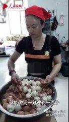 手速惊人!内蒙古女子1分钟剥100个鸡蛋网友称奇