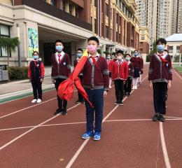 高新区荣邦城小学:复学第一课 师生喜相逢