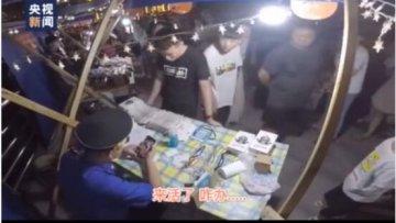 汝州城管帮小贩看摊贴膜还挣了不少钱?网友:手法专业
