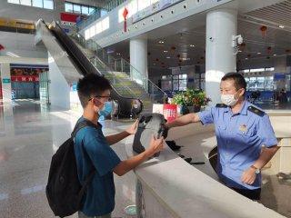 学生旅客粗心丢电脑 车站职工热心帮忙找