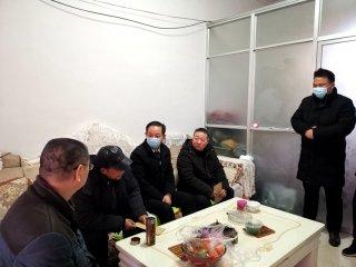 潢川县教体局领导走访慰问困难教职工
