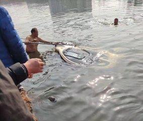 汝南县红十字蛟龙水上搜救队救助落水居民