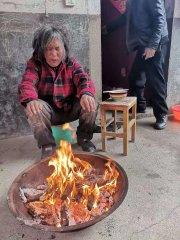 老人迷路走失家园好心人救助有温暖