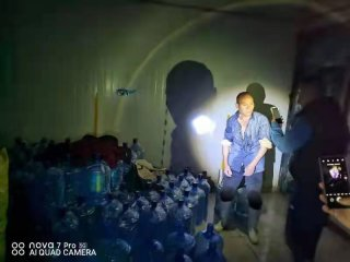郑州市二七区市场监管局端掉三个桶装水黑窝点