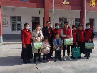 汝南县民政局携手小城义工举行为困境儿童宣讲关爱活动