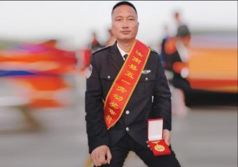 """汝南公交3路车长郭伟:荣获""""汝南县五一劳动奖章""""称号"""